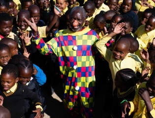 Nal'ibali is proud to collaborate with Clowns Without Boarders